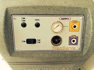 Автосервиз АВТОГЛАНЦ разполага със специална машина за смяна на маслото на автоматичната скоростна кутия.
